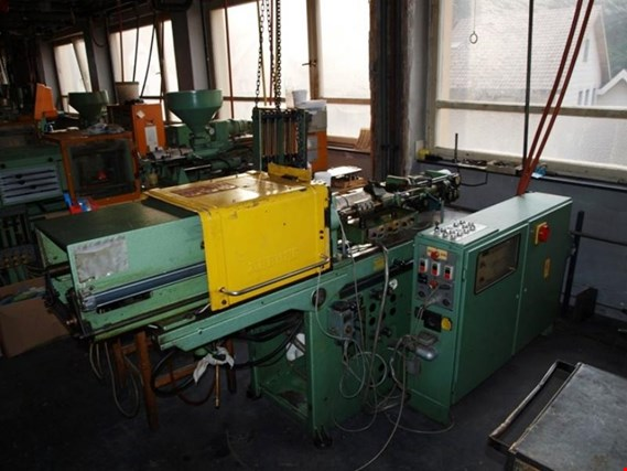 Used Arburg 221 plastic-injection moulding machine for Sale (Trading