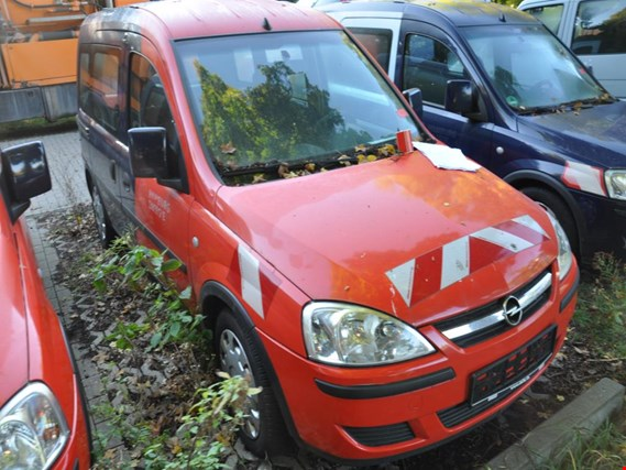 Used Opel  Combo - C - CNG  Mehrzweck - Fz Erdgas NG (ex HH - W 1261) for Sale (Auction Premium) | NetBid Industrial Auctions