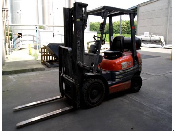 Used Toyota 42-6FGF25 gas-powered forklift truck for Sale