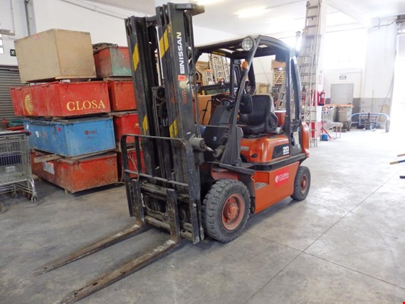 nissan 20 diesel forklift gebraucht kaufen auction premium. Black Bedroom Furniture Sets. Home Design Ideas