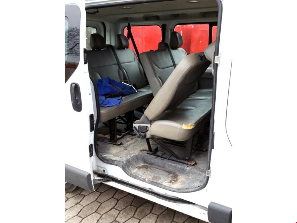 opel vivaro 2 0 cdti pkw minibus gebraucht kaufen trading premium. Black Bedroom Furniture Sets. Home Design Ideas