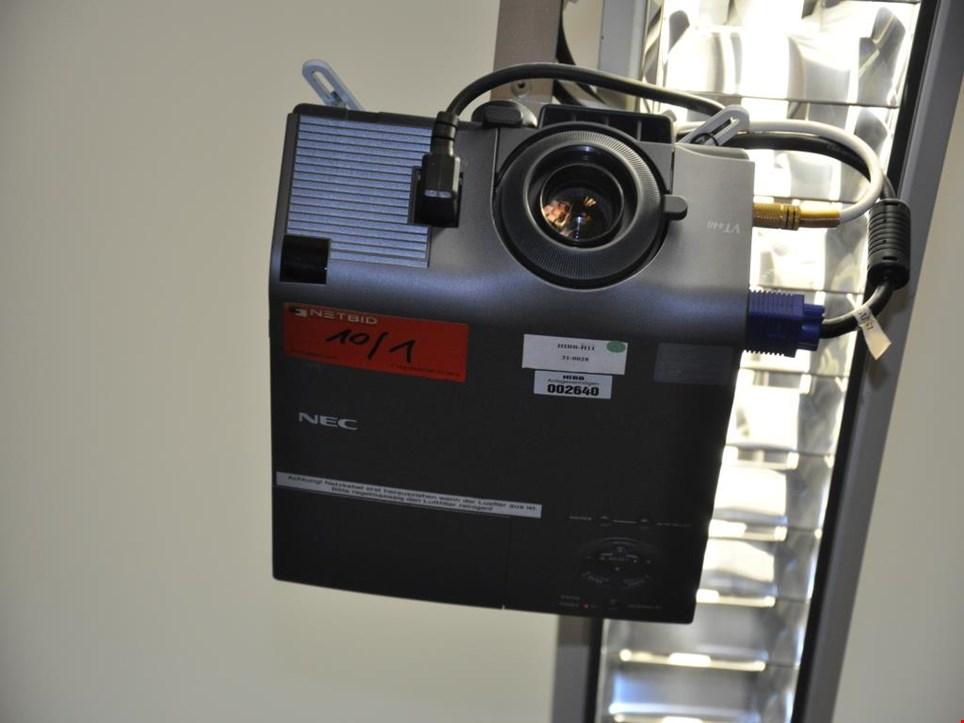 nec vt440 beamer projektor mit leinwand gebraucht kaufen. Black Bedroom Furniture Sets. Home Design Ideas