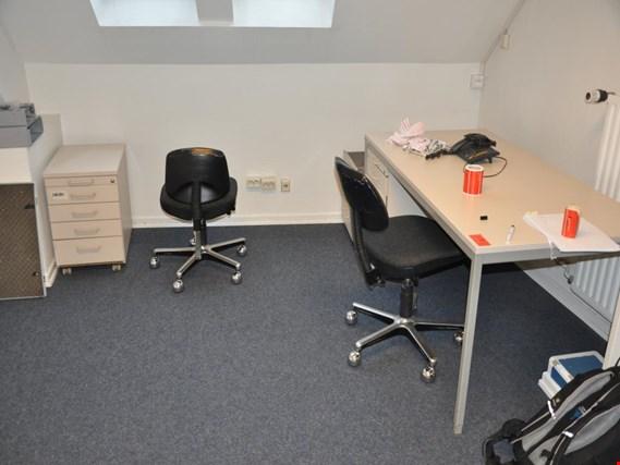 schreibtisch drehstuhl gebraucht kaufen trading premium. Black Bedroom Furniture Sets. Home Design Ideas