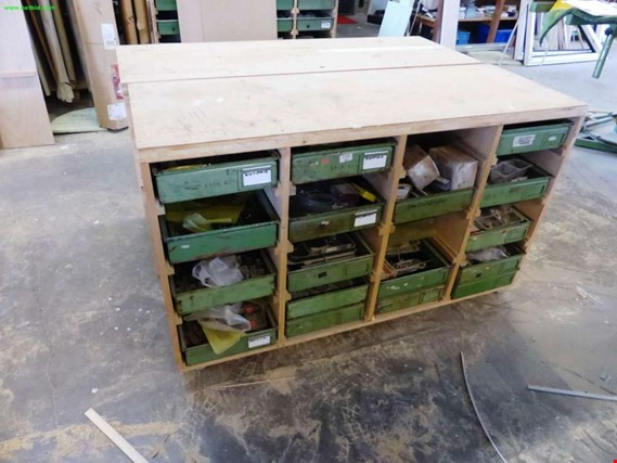 Used 2 fahrbare Holzschränke for Sale (Auction Premium)