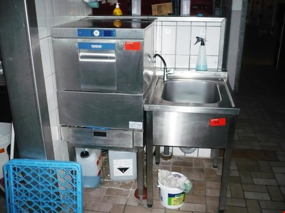 Large kitchen amenities, cold storage cells  and catering equipment