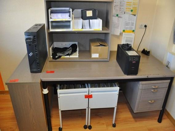 Kleiner Schreibtisch + weitere Büromöbel gebraucht kaufen (Trading ...