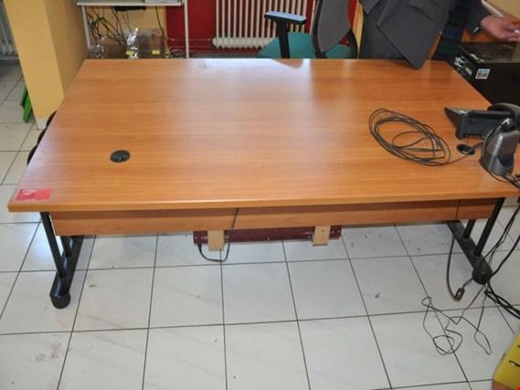 Schreibtisch + weitere Büromöbel gebraucht kaufen (Trading Premium)