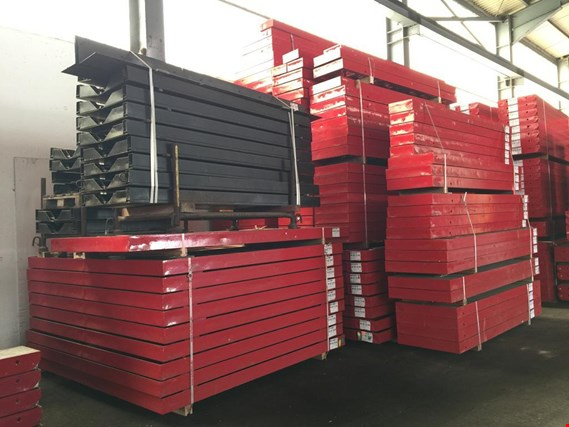 Post auction sale - extensive stocks of Formwork, surface