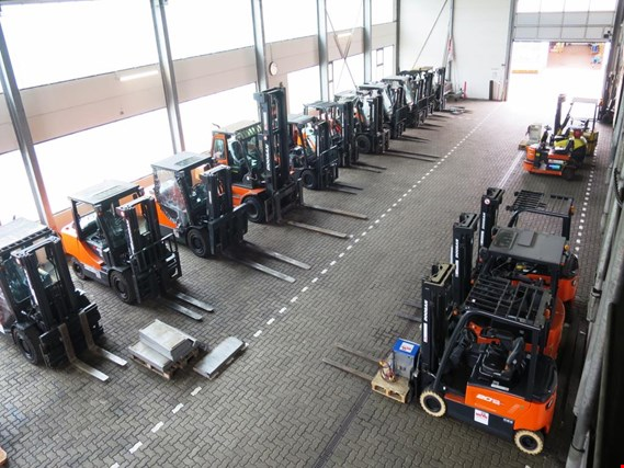 forklift trucks and car pool