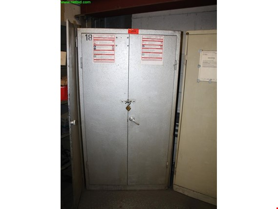 Used tool cabinet (18) for Sale (Auction Premium) | NetBid Industrial Auctions