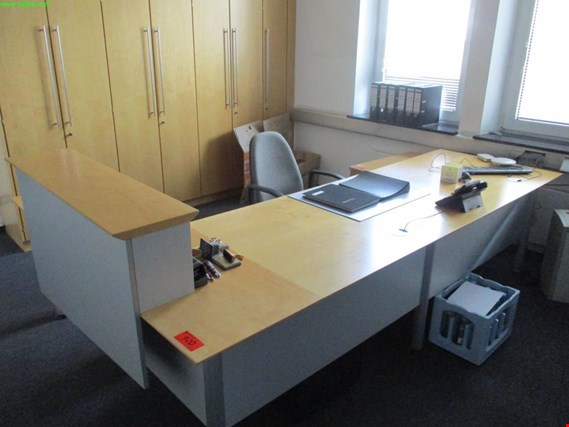 Used angular office desk for Sale (Auction Premium)
