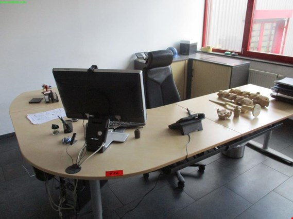 Used angular office desk for Sale (Auction Premium) | NetBid Industrial Auctions