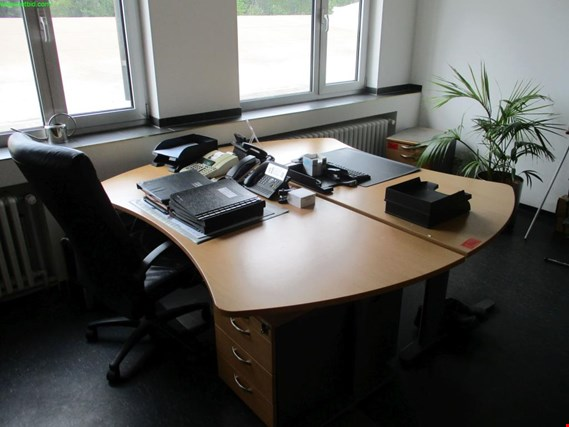 Used 2 office desks for Sale (Auction Premium) | NetBid Industrial Auctions