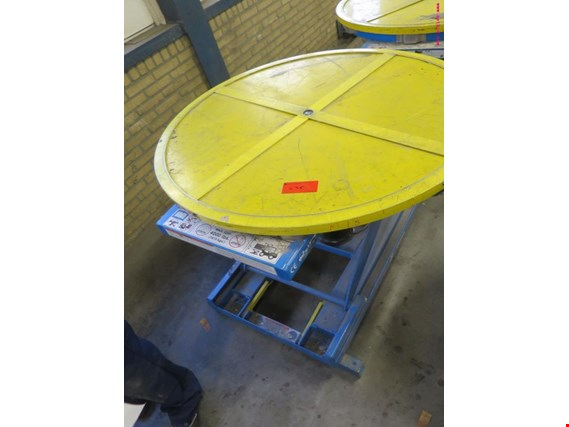 pneumatic scissor lifting platform  (Auction Premium)