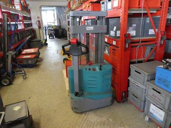 Approx. 900 straightening sets, lathe, shelves, inventories and other fixed assets