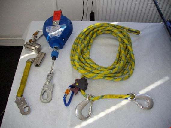 Used 1 Posten Various belay devices for Sale (Auction Premium) | NetBid Industrial Auctions