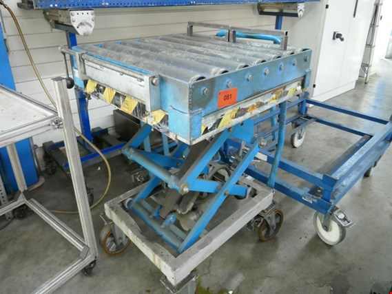 Used mobile scissors lift for Sale (Auction Premium) | NetBid Industrial Auctions