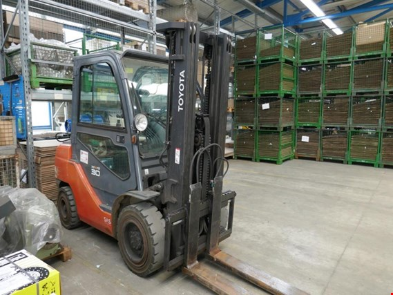 Used Toyota 02-8FGF30 Fuel Gas Forklift for Sale (Auction Premium) | NetBid Slovenija
