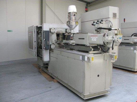 Used Negri Bossi V210 820 Injection Molding Machine For