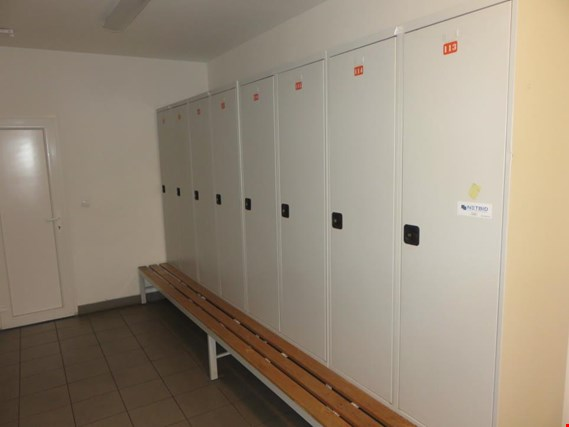Used metaloBox Dressing room lockers with benches (38 pcs.) for Sale (Trading Premium) | NetBid Industrial Auctions