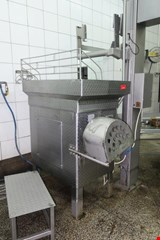 Meat cutter, with lifter for carts