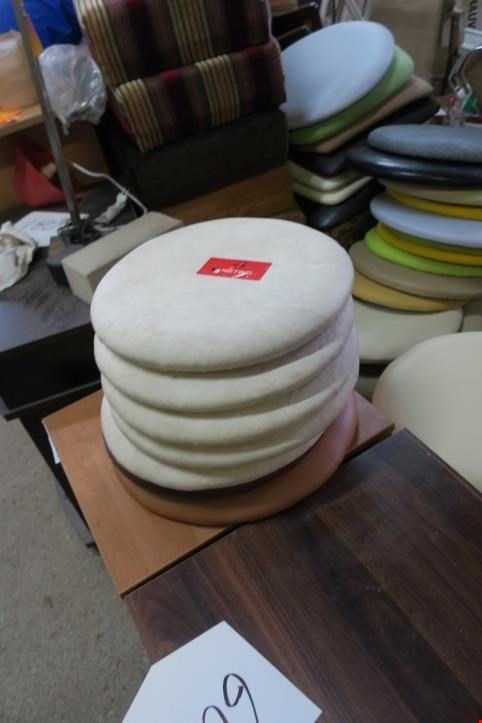 Used Round stool tops, 51 pieces, for Sale (Auction Premium)