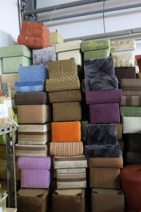 Used Square opened pouf, 150 pcs for Sale (Auction Premium)