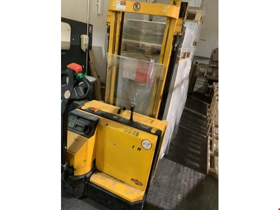 Used Jungheinrich AMEISE DS 28 High-lift truck for Sale (Auction Premium) | NetBid Industrial Auctions