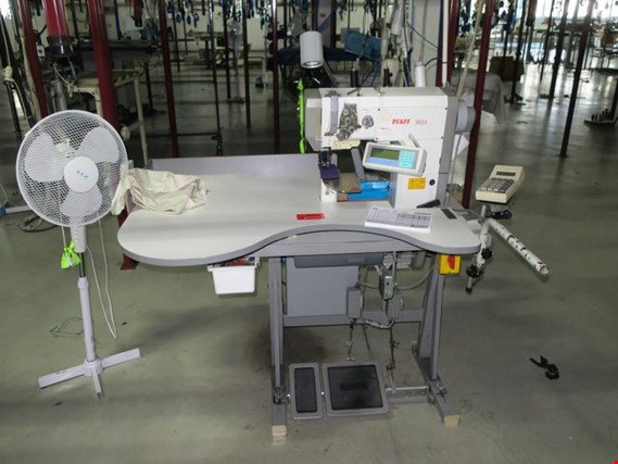 Used PFAFF 3834 Sleeve sewing machine for Sale (Auction Premium) | NetBid Industrial Auctions